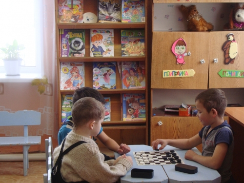 Не спешили покинуть детскую библиотеку. В Уйском прошла «Зимняя праздничная пора»