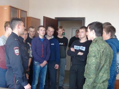 Рассказали об истории милиции. Старшеклассники и студенты муниципалитета познакомились с работой полицейских