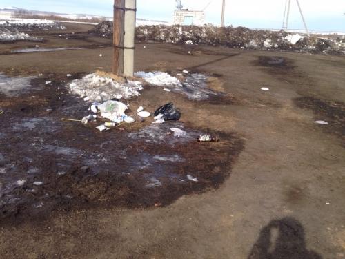 Наследили... Жители Яринки жалуются на мусор, оставленный после скачек