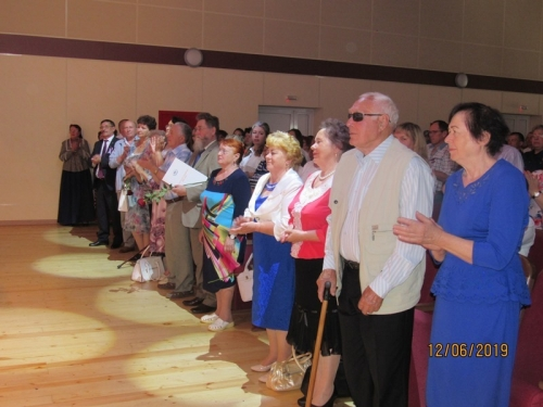 Церемония награждения сменялась выступлениями. В муниципалитете отметили День России