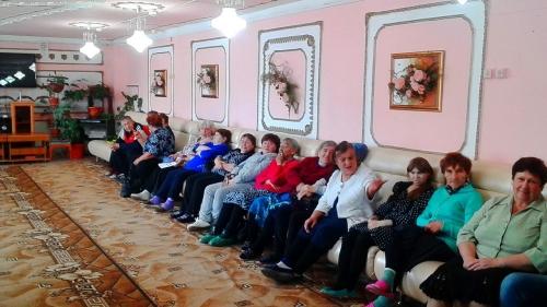 Ярко, весело, задорно. Воспитанники Уйского ЦВР порадовали пожилых концертной программой.