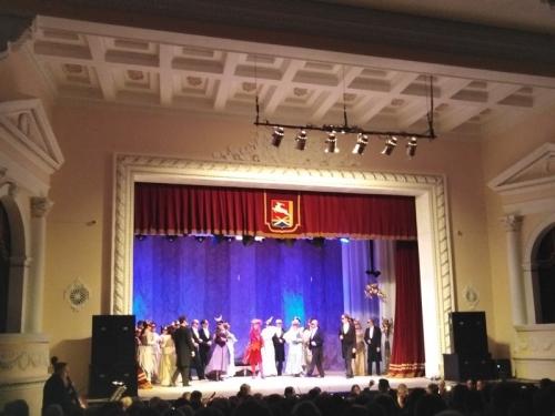 Посмотрели спектакль-оперетту. Уйчане побывали в театре в рамках акции «Театрально-концертный зал»