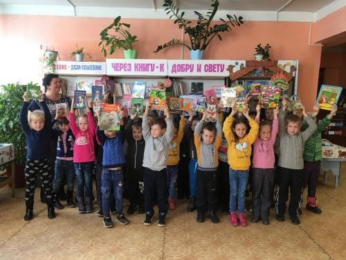 Малыши познакомились с книгами. В детской библиотеке прошло мероприятие для детсадовцев