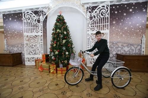 Как Дед Мороз. Губернатор исполнил желание мальчика из Уйского района
